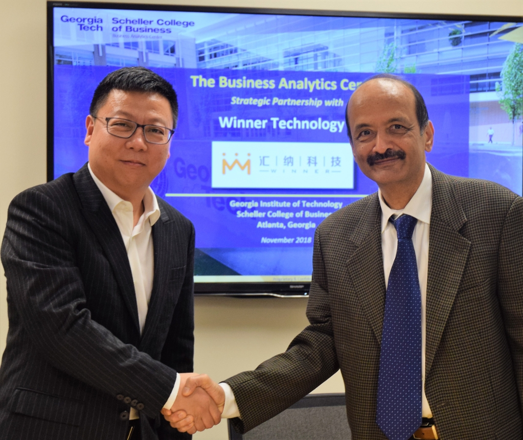 Hongjun Eric Zhang, Chairman & CEO of Winner Technology of Shanghai China and  Prof. Sri Narasimhan, Faculty Co-Directors of the Business Analytics Center @ Scheller College of Business, shake hands to celebrate the agreement