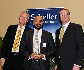 Vinayak Gaikwad accepted the Dean's Prize for Evening MBA Student Excellence.